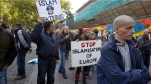 blog-hitler-wilders-anti-islam-demo-allochtoon