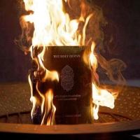 De fik in die Koran... ik pis er op