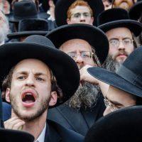 Amsterdam; 'Buschauffeur weigert groep Joden bij bushalte': GVB start onderzoek