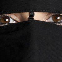 'Hoofddoek is beste voorspeller voor moslimfundamentalisme'