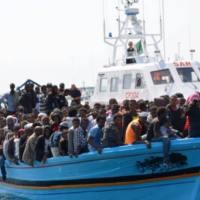 Migranten vesselfinder, NGOs und Schleuser im Mittelmeer