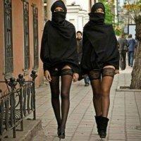 Turkse vrouwen protesteren in Istanboel tegen kledijvoorschriften