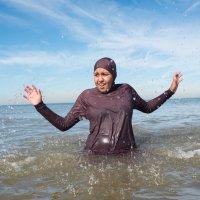 Moslima krijgt rekening schoonmaakkosten na zwemmen in boerkini