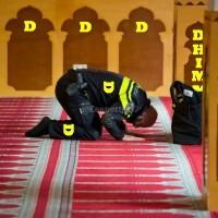 Kijk: Moslim bukbidders in een Engelse moskee ontvlammen in woede